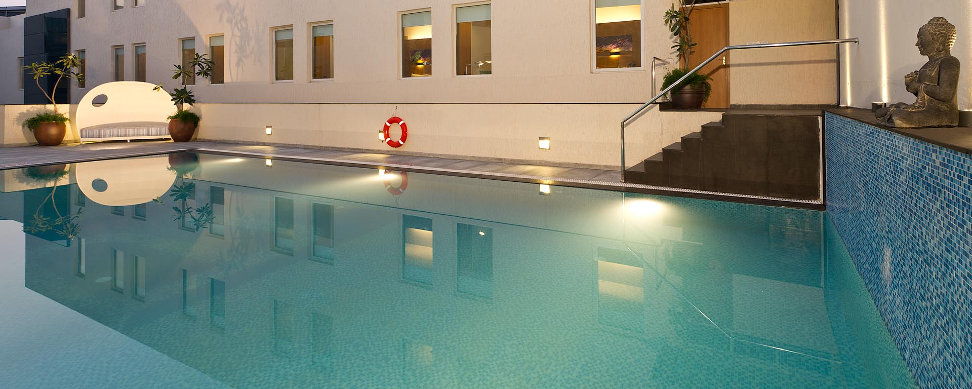 Aloft-swimming-pool